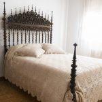 casa-rural-fuente-el-fresno-detalle-cama-habitacion