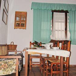 casa-rural-fuente-el-fresno-mesa-de-cocina